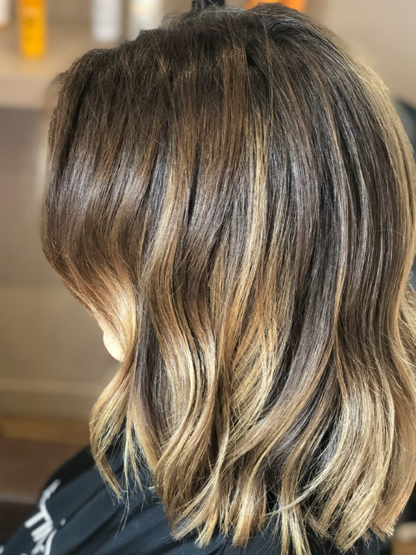Ombre hair : contraste et luminosité , racines naturelles , pointes éclairées