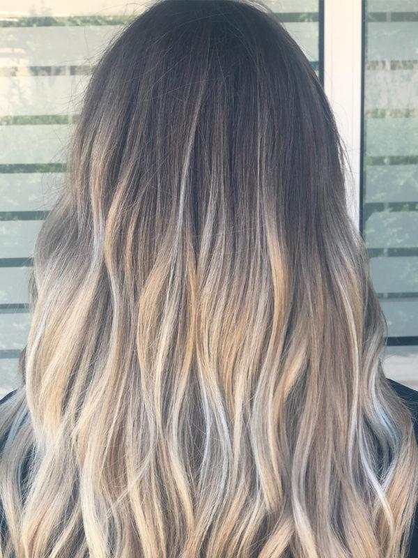 blond polaire : effet racine griffé naturel , blond froid et lumineux